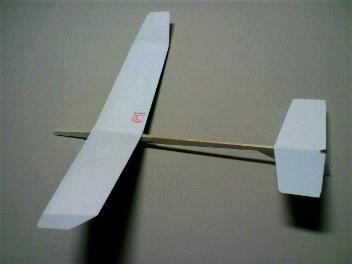水平尾翼面積減少